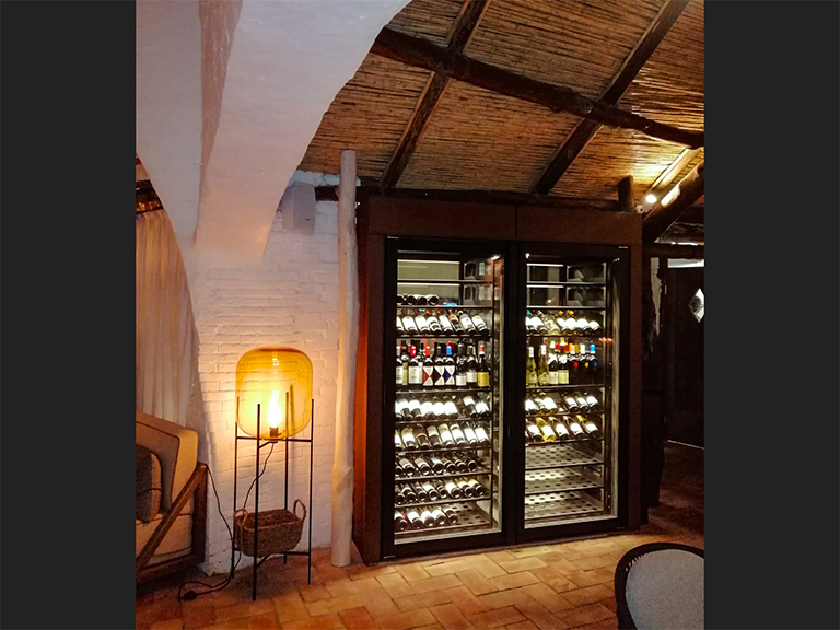 refrigerated-wine-cellars-cabinets-porto-cervo-02