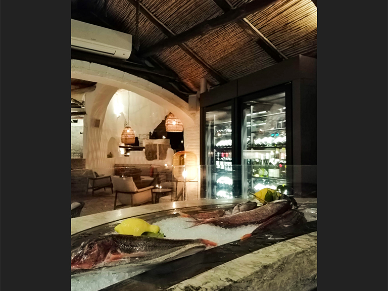 refrigerated-wine-cellars-cabinets-porto-cervo-04
